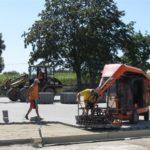 Mazowieckie - prace przy układaniu parkingu